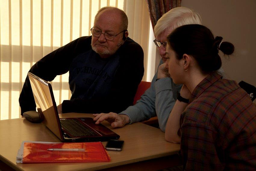 club user and volunteers puzzling over a computer problem